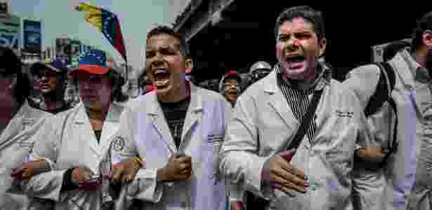 22.mai.2017 - Milhares de médicos protestam contra a falta de remédios e a quebra do sistema de saúde, em Caracas, na Venezuela - Meridith Kohut/The New York Times - Meridith Kohut/The New York Times