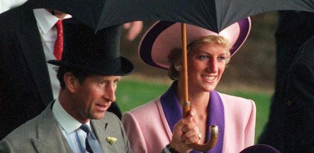 Imagem em junho de 1990 mostra o príncipe Charles e a princesa Diana, em Londres (Reino Unido); um novo documentário trata os problemas de relacionamento de Lady Di com o marido e com a família real
