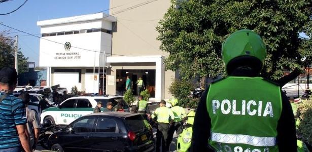 27.jan.2018 - Entrada da delegacia onde uma explosão deixou policiais mortos e feridos