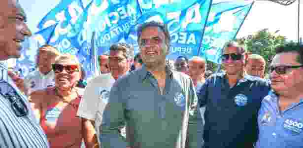 Aécio Neves em 2018 fazendo campanha para deputado em Pirapora (MG)  - Ricardo Matsukawa/UOL