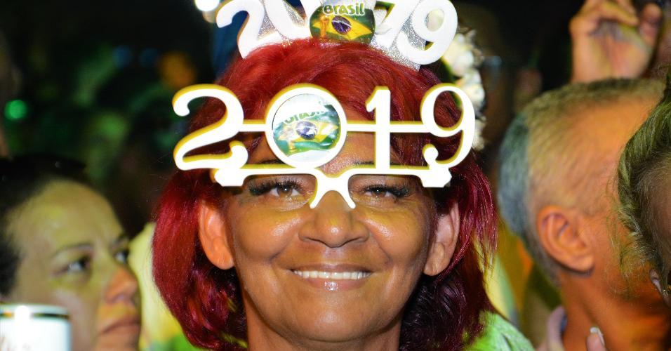 Show da Virada no palco principal em Copacabana levanta a galera e agita a grande festa de ano-novo no Rio de Janeiro