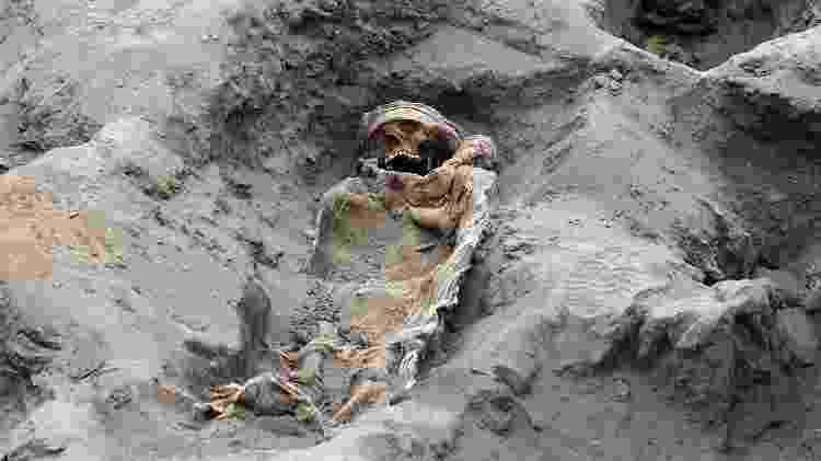 Arqueólogos acreditam ainda ser possível descobrir mais corpos de crianças - AFP