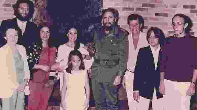 Regina Duarte posa junto com o ex-ditador cubano Fidel Castro (morto em 2016) - Reprodução