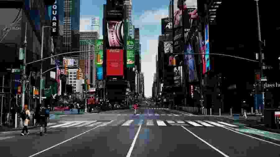 Ruas de Manhattan, desertas por conta das medidas restritivas - Getty Images