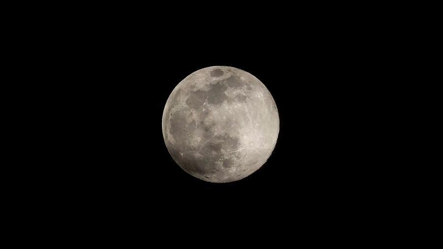 A Lua não tem atmosfera, ou seja, não tem oxigênio, e por isso o achado de óxido é surpreendente  - JORGE GUERRERO/AFP