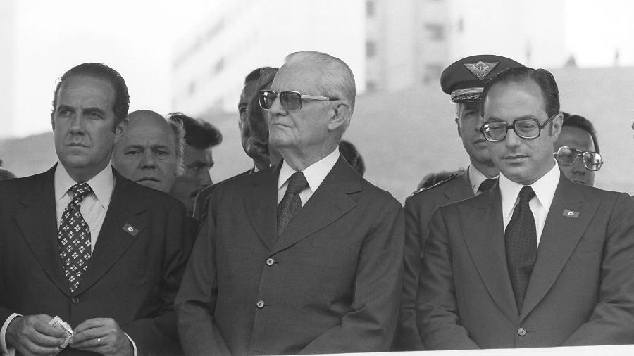 O general Ernesto Geisel (centro) era o presidente na época da epidemia de meningite no Brasil - Arquivo/Estadão Conteúdo