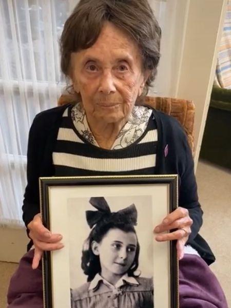 Lily Ebert segura quadro com foto de Anne Frank, vítima do holocausto - Reprodução/Tiktok