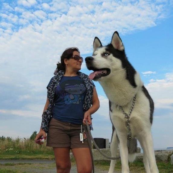 21.jul.2015 - A mulher não levou um cão gigante para passear. Ele só estava na frente dela no momento em que a foto foi feita. É tudo culpa da perspectiva