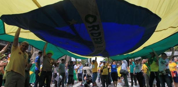 Multidão ocupa a avenida Paulista - Werther Santana/Estadão Conteúdo