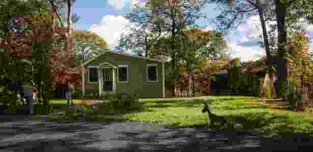 Casa em terreno da Liga de Assentamento Germano-Americana em Yaphank, Nova York; cláusula prevê que donos de imóveis sejam de origem alemã - Uli Seit/The New York Times