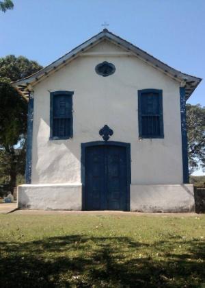 Igreja São Bento, no subdistrito de Bento Rodrigues, em Mariana (MG), antes do rompimento da barragem que a destruiu