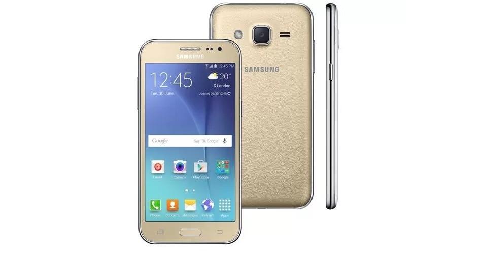 2.dez.2015 - A Samsung traz ao Brasil o Galaxy J2 por a partir de R$ 749. Com tela AMOLED de 4,7 polegadas, o smartphone conta com processador de quatro núcleos, 8 GB de memória interna (microSD de até 128 GB) e câmeras de 5 megapixels (principal) e 2 megapixels (frontal). O aparelho tem suporte a dois chips SIM, redes 4G e TV digital (exclusiva a versão top de linha)
