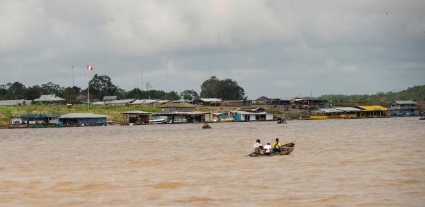 Vila de Santa Rosa, no Peru: a travessia de barco a motor desde Tabatinga (AM) leva pouco mais de quatro minutos