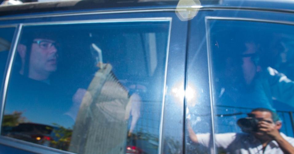 1º.jul.2016 - O empresário Lúcio Bolonha Funaro, apontado como amigo do presidente afastado da Câmara, Eduardo Cunha (PMDB-RJ), é visto em viatura na sede da Polícia Federal no bairro da Lapa, na zona oeste de São Paulo, durante a nova fase da Operação Lava Jato, deflagrada nesta sexta-feira