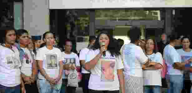 19.abr.2017 - Famílias de vítimas da violência em favelas protestaram no centro do Rio - Tânia Rêgo/Agência Brasil