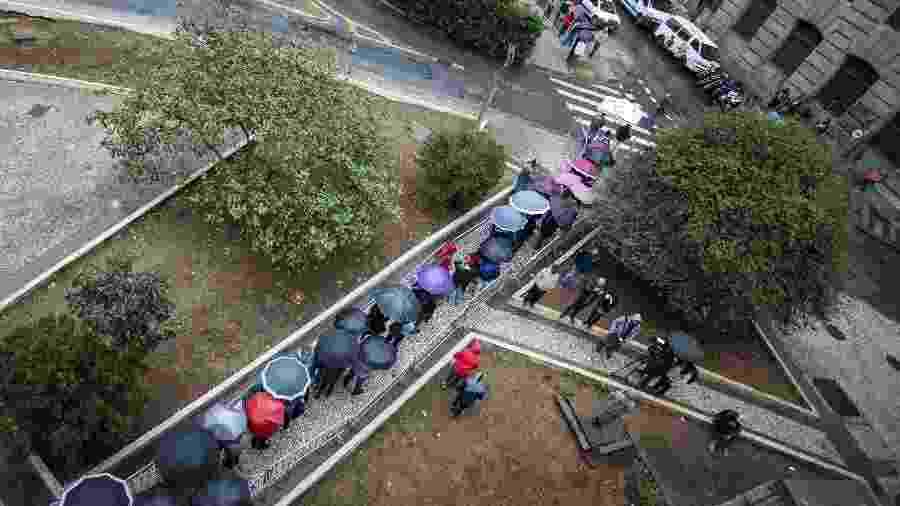 Brasileiros fazem fila em mutirão de emprego no centro de São Paulo, em 2018 - Marcelo Justo/UOL