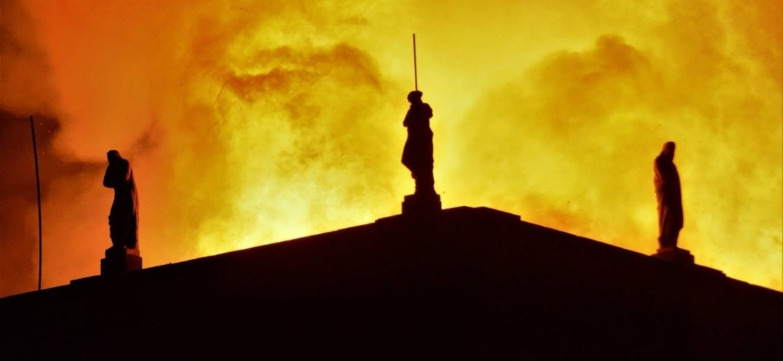 2.set.2018 - Incêndio de grandes proporções atingiu o Museu Nacional, no Rio de Janeiro, na noite deste domingo (2) - Luan Santos/UOL