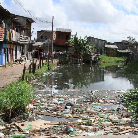 11.jul.2018 - Falta de saneamento básico em ruas e canais no bairro da Terra Firme, periferia de Belém, no Pará - Antonio Cicero/Photo Press/Folhapress