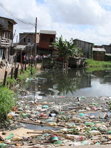 Falta de saneamento no bairro da Terra Firme, periferia de Belém, no Pará - Antonio Cicero / Folhapress