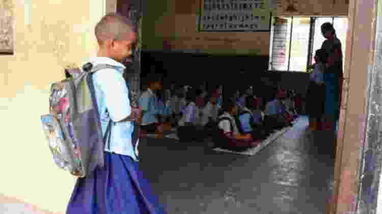 Divya disse estar muito animada para seu primeiro dia na escola - BBC