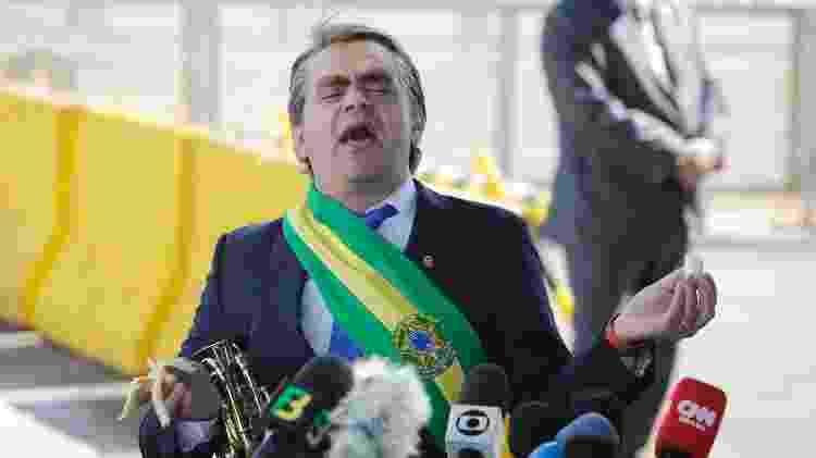 Humorista Carioca apareceu com bananas e simulou entrevista representando Jair Bolsonaro - DIDA SAMPAIO/ESTADÃO CONTEÚDO - DIDA SAMPAIO/ESTADÃO CONTEÚDO