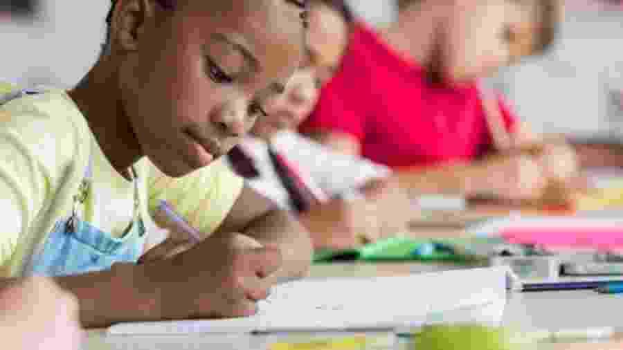 A alfabetização será um pontos abordados pelo projeto com planos de aula a distância - Getty Images
