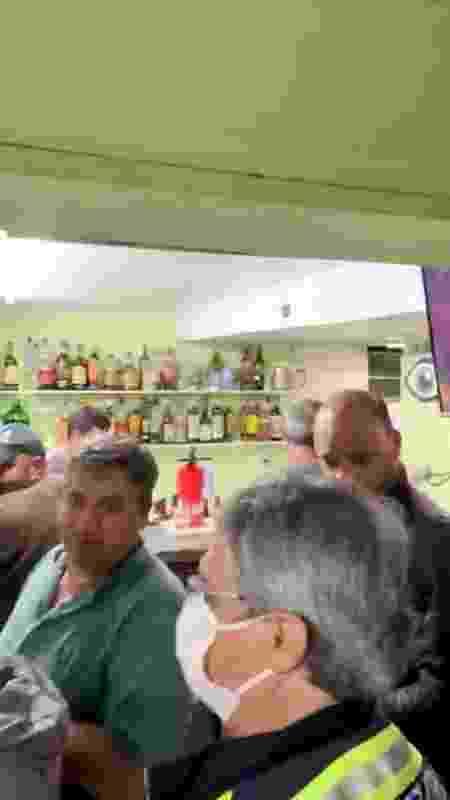 30.jul.2020 - Operação de fiscalização descobre bar funcionando clandestinamente em Petrópolis (RJ) durante a pandemia de covid-19 - Prefeitura Municipal de Petrópolis - Prefeitura Municipal de Petrópolis