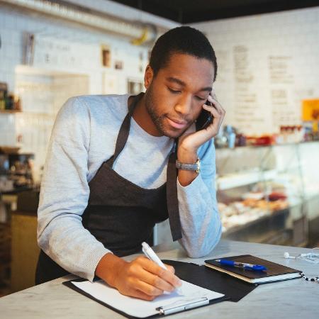 Uma fatia de 8,7% das empresas indicaram demissões - Getty Images/Maskot