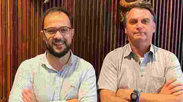 Servidor Luis Ricardo Miranda chegou a tirar foto com Bolsonaro em encontro que disse ter informado presidente sobre irregularidades na compra da Covaxin - REPRODUÇÃO - REPRODUÇÃO