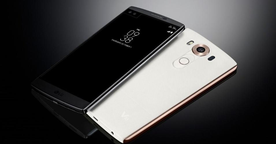 1º.out.2015 - A LG anunciou V10, um smartphone Android com tela de 5,7 polegadas, display secundário, câmera principal de 16 MP e duas câmeras frontais de 5 MP. A segunda tela do dispositivo --com painel IPS e 513 ppi-- fica acima da principal. Quando a tela principal está desligada, a secundária mostrará informações de previsão do tempo, data e hora, além de exibir notificações e nível de bateria. Quando a tela principal estiver ligada, será possível acessar atalhos para os seus apps favoritos