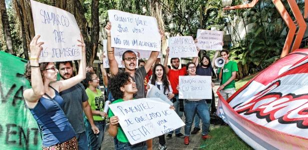 Estudantes Ufop e da UFMG  protestam em Belo Horizonte (MG) contra a mineradora Samarco - Leo Fontes/O Tempo/Estadão Conteúdo