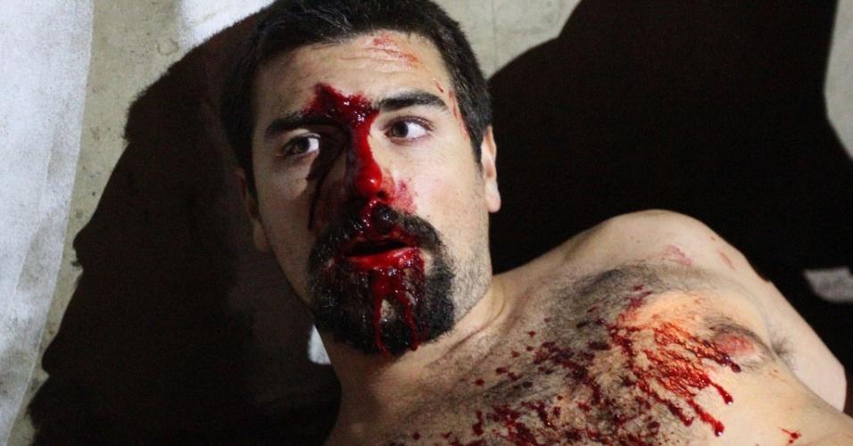 21.jan.2016 - Manifestante ferido recebe atendimento médico na rua Sete de Abril, no centro de São Paulo. Ele foi atingido durante o 5º ato do Movimento Passe Livre (MPL) contra o aumento do valor da tarifa do transporte público na cidade