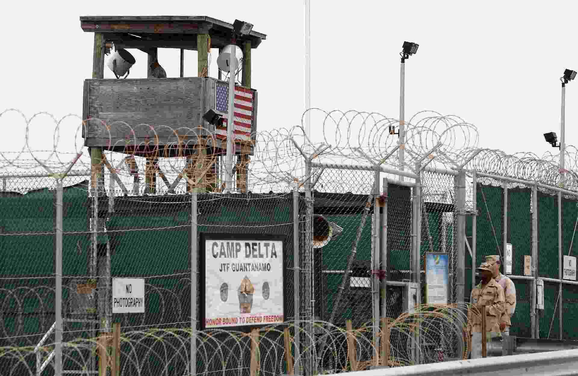23.fev.2016 - O centro de detenção foi instalado na baía de Guantánamo, em Cuba, em 2002 durante o governo de George W. Bush com o objetivo de aprisionar acusados de envolvimento com atividades terroristas. Em seu ápice chegou a ter cerca de 700 prisioneiros. Ela fica dentro do território de 120 km² na costa sudeste de Cuba que é controlado pelos EUA desde 1903 - Shawn Thew/EFE