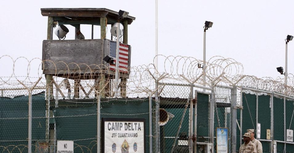 23.fev.2016 - O centro de detenção foi instalado na baía de Guantánamo, em Cuba, em 2002 durante o governo de George W. Bush com o objetivo de aprisionar acusados de envolvimento com atividades terroristas. Em seu ápice chegou a ter cerca de 700 prisioneiros. Ela fica dentro do território de 120 km² na costa sudeste de Cuba que é controlado pelos EUA desde 1903