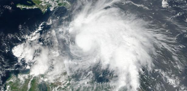 30.set.2016 - O furacão Matthew é visto em imagem capturada por satélite da NASA