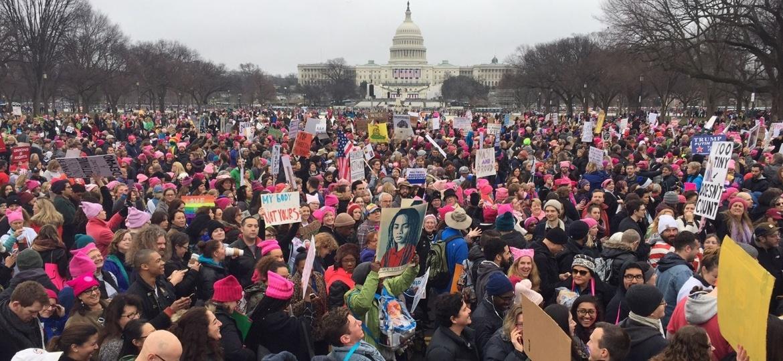 Milhares se reúnem para a Marcha das Mulheres, em protesto contra Donald Trump, em Washington - AFP PHOTO / Andrew CABALLERO-REYNOLDS