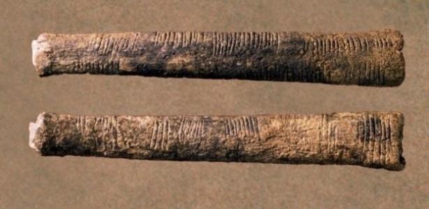 O osso de Ishango, de 20 mil anos, parece mostrar riscos que correspondiam a marcas de contagem