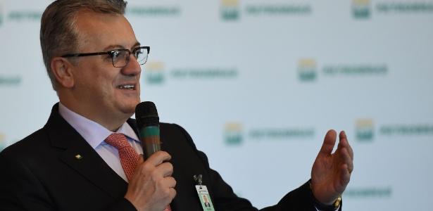 15.dez.2015 - Aldemar Bendine discursa na Petrobras