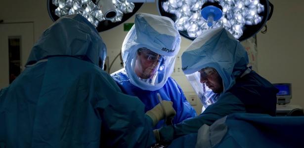 Dr. Munjed al-Muderis, iraquiano que se refugiou na Austrália, onde se tornou cirurgião