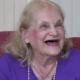 'Viciada em estudar', britânica de 90 anos está em busca do sexto diploma - BBC