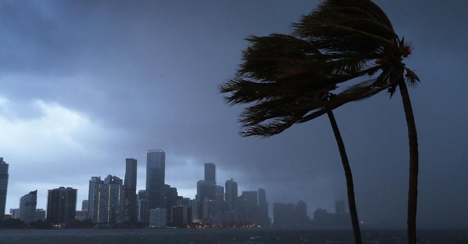 9.set.2017 - Tempestade do furacão Irma se aproxima da costa da Flórida