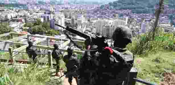 27.mar.2018 - Militares fazem operação nesta terça (27) no Complexo do Lins - Wilton Junior/Estadão Conteúdo