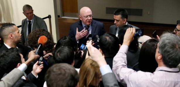 12.abr.2018 - O embaixador russo na ONU, Vassily Nebenzia, às portas do plenário do Conselho de Segurança