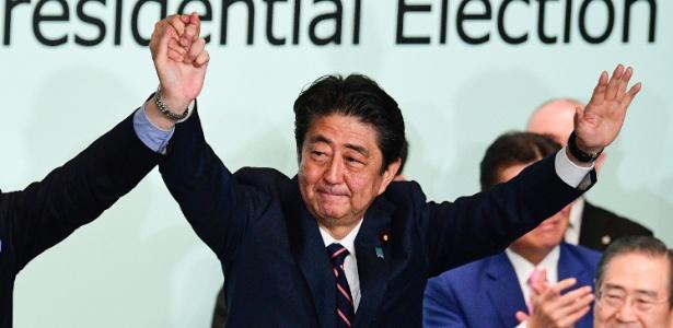 20.set.2018 - Shinzo Abe foi reeleito nesta quinta-feira como presidente do Partido Liberal Democrata (PLD) - MARTIN BUREAU/AFP
