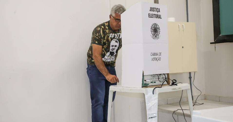 Candidato ao Senado, Major Olimpio (PSL) vota no Colégio Objetivo, na Zona Norte de São Paulo