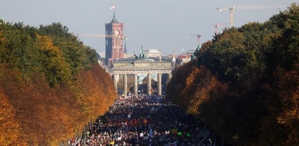13.out.2018 - Manifestantes durante ato contra o racismo e a intolerância em Berlim - Michele Tantussi/Reuters