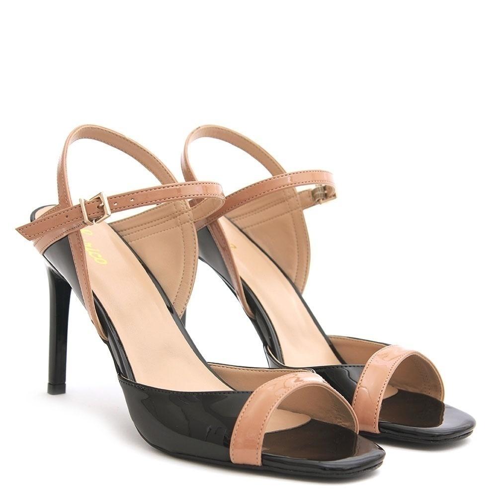 fd13ef2494 Loja de sapatos chega aos 80 anos apostando em um nicho  quem tem pé grande  - 04 12 2018 - UOL Economia