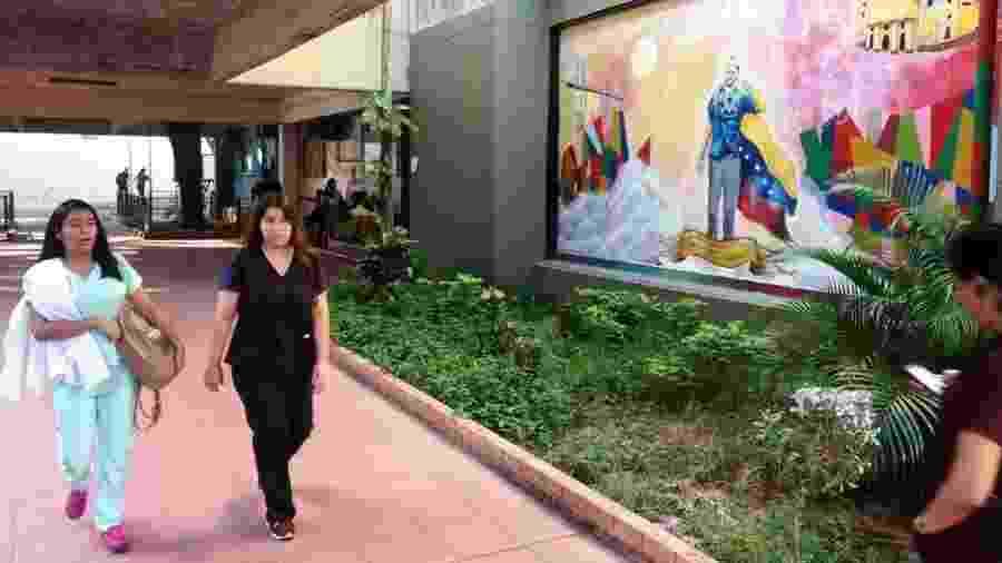Só na Faculdade de Medicina da Universidade de Zulia, pelo menos 600 equatorianos e colombianos estão registrados nos cursos de pós-graduação  - BBC