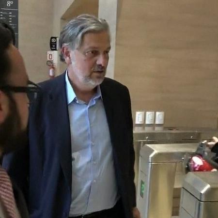 29.nov.2018 - O ex-ministro Antonio Palocci ao chegar à Justiça Federal em Curitiba - Reprodução/TV Globo