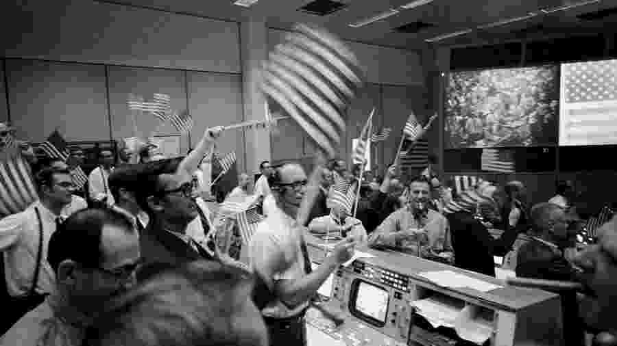 Famosa sala de controle que tomava decisões sobre a ida do homem para a Lua - Nasa